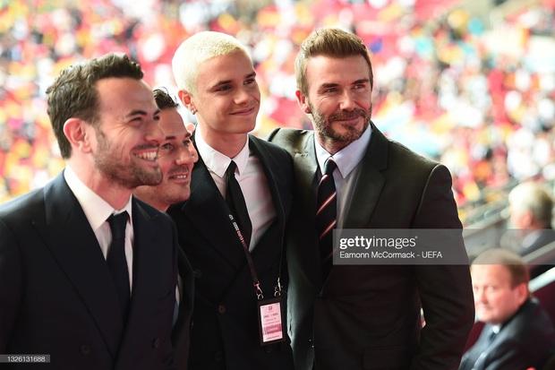 Dàn sao đổ bộ Chung kết Euro 2020: David Beckham - Tom Cruise thân mật gây bão, Harper xinh xắn át cả siêu mẫu Kate Moss - Ảnh 18.