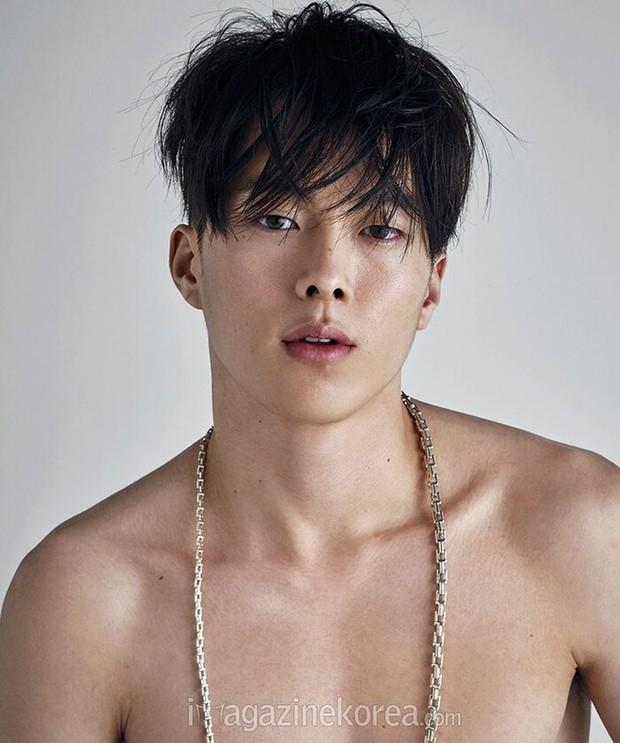 Nam thần điện ảnh mới đến từ YG Jang Ki Yong: Na ná Hyun Bin, trùng hợp sắp yêu Song Hye Kyo, nghi chen vào cặp đôi Reply 1988 - Ảnh 23.