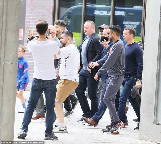 Dàn sao đổ bộ Chung kết Euro 2020: David Beckham - Tom Cruise thân mật gây bão, Harper xinh xắn át cả siêu mẫu Kate Moss - Ảnh 12.