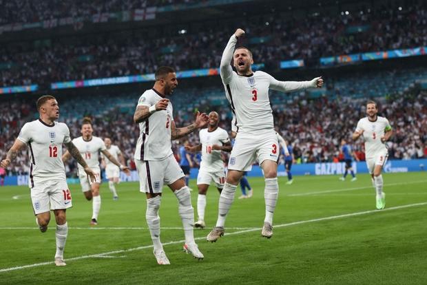 Hình ảnh đau lòng cuối trận Chung kết Euro 2020: David Beckham thẫn thờ giữa đám đông, mặt buồn thiu khi Anh thua Ý - Ảnh 7.