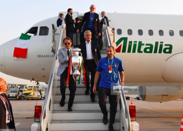 Nóng: Thủ đô Rome mở lễ hội chào đón tuyển Italy mang cúp vô địch Euro trở về - Ảnh 4.