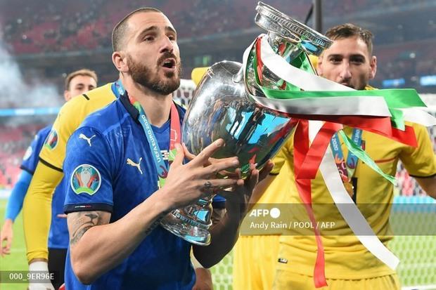 Công thần tuyển Ý tại Chung kết Euro 2020 tối qua và màn khịa Cristiano Ronaldo khiến MXH cười bò: Đêm nay gì tôi cũng uống - Ảnh 4.