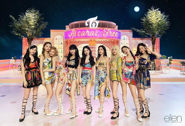 Sinh viên Hàn Quốc chọn top nghệ sĩ được yêu thích nhất: BLACKPINK mất dạng, BTS, TWICE lọt thỏm giữa dàn nghệ sĩ solo - Ảnh 10.