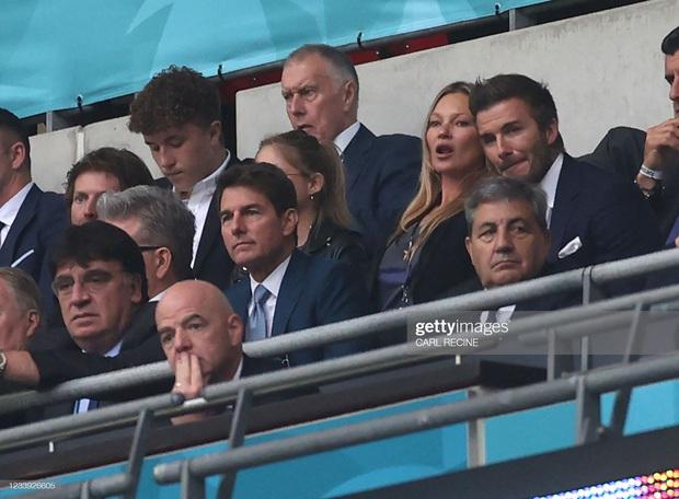 2 ông chú cực phẩm nhất Chung kết Euro 2020: Tom Cruise 59 và Beckham 46 nhưng 1 cái đập tay thôi cũng khiến thế giới chao đảo - Ảnh 9.