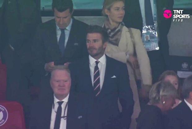 Hình ảnh đau lòng cuối trận Chung kết Euro 2020: David Beckham thẫn thờ giữa đám đông, mặt buồn thiu khi Anh thua Ý - Ảnh 2.