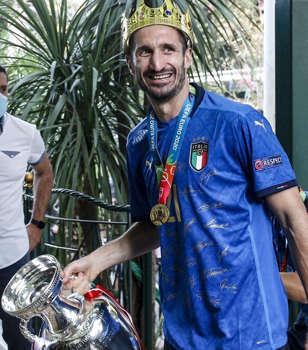 Nóng: Thủ đô Rome mở lễ hội chào đón tuyển Italy mang cúp vô địch Euro trở về - Ảnh 9.