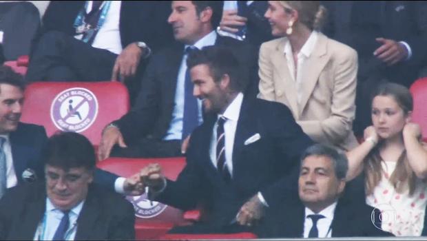 Dàn sao đổ bộ Chung kết Euro 2020: David Beckham - Tom Cruise thân mật gây bão, Harper xinh xắn át cả siêu mẫu Kate Moss - Ảnh 9.