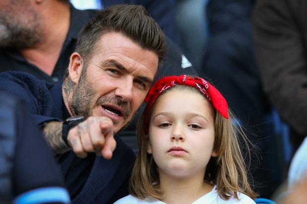Thế lực nhí cute nhất Chung kết Euro 2020: Harper lên đồ điệu đà bên bố David Beckham, còn khoe sắc xinh xỉu ở hậu trường - Ảnh 9.