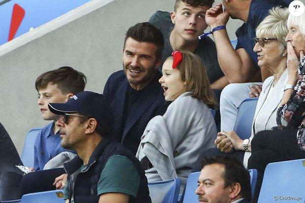 Thế lực nhí cute nhất Chung kết Euro 2020: Harper lên đồ điệu đà bên bố David Beckham, còn khoe sắc xinh xỉu ở hậu trường - Ảnh 7.