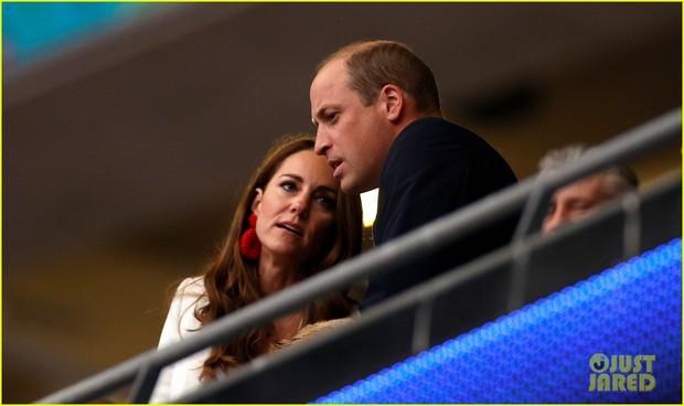 Bận nhất hôm nay là Công nương Kate Middleton: Tất tả chạy sô từ Wimbledon sang Chung kết Euro, còn kịp thay đồ nhanh quá - Ảnh 7.