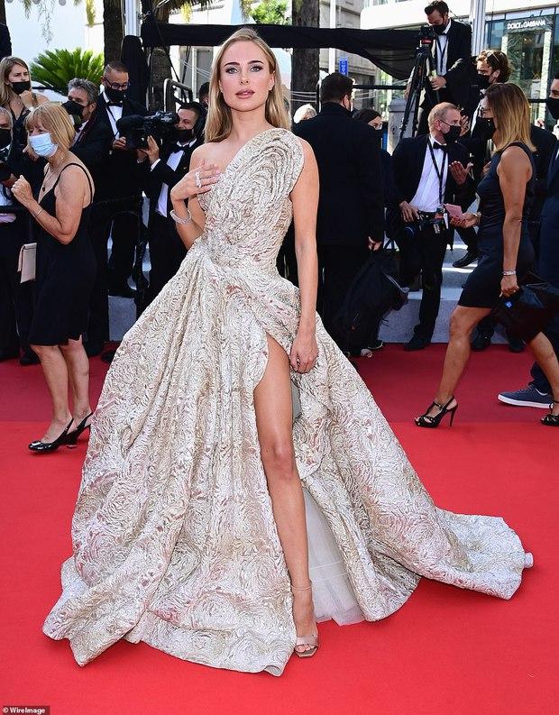 Thảm đỏ LHP Cannes ngày 6: Bella Hadid hở bạo che ngực bằng cành cây, thiên thần Victorias Secret thả rông nhưng sao mờ nhạt quá - Ảnh 12.