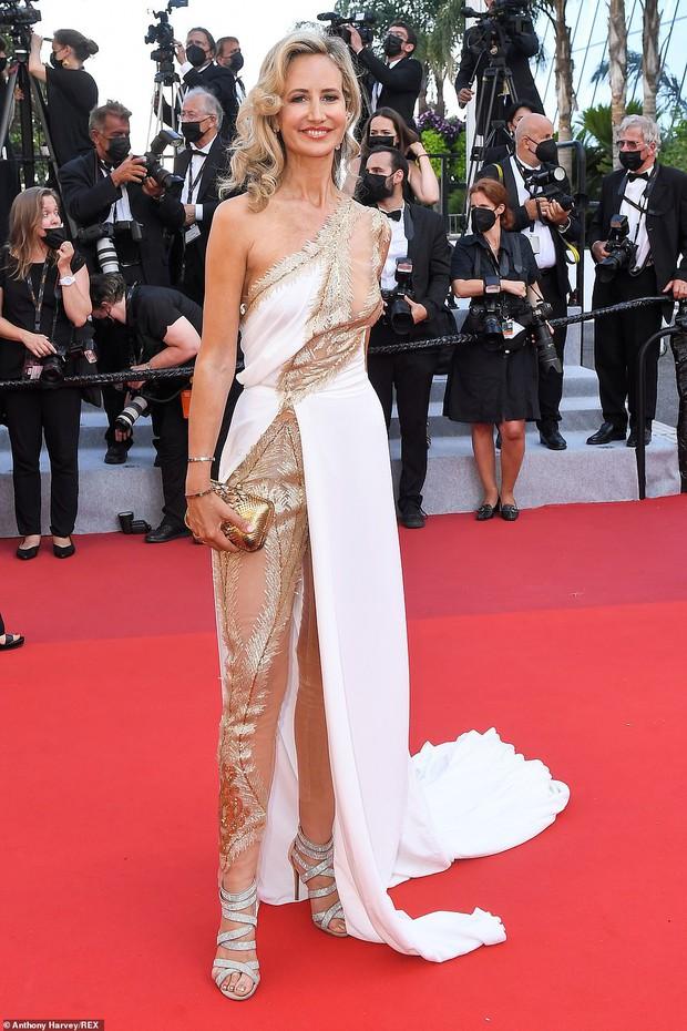 Thảm đỏ LHP Cannes ngày 6: Bella Hadid hở bạo che ngực bằng cành cây, thiên thần Victorias Secret thả rông nhưng sao mờ nhạt quá - Ảnh 16.