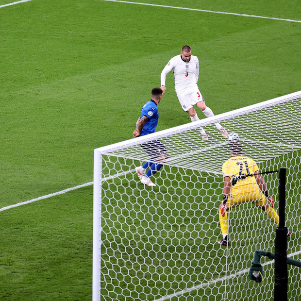 Cái tát đau điếng của người Ý dành cho sự hợm hĩnh của fan Anh - Ảnh 2.