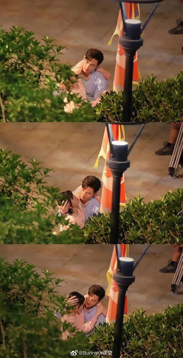 Ngu Thư Hân bị Trương Bân Bân lợi dụng ôm ấp ở công viên, nằm bất tỉnh nhân sự mặc cho chàng hành động? - Ảnh 1.