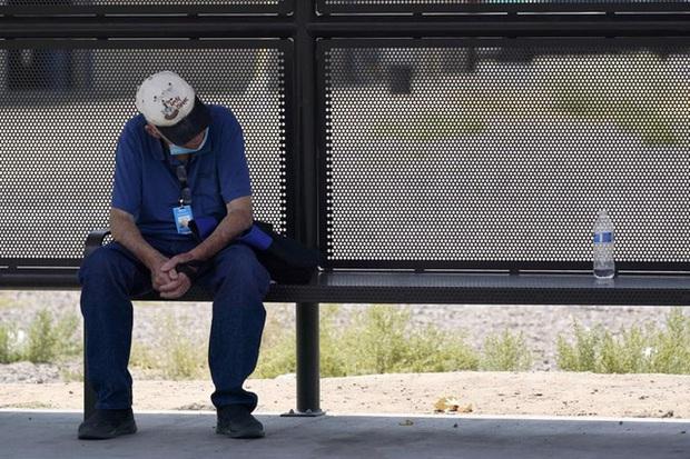 Nắng nóng gay gắt bao trùm Tây Ban Nha và Mỹ với nhiệt độ lên tới trên 40°C - Ảnh 2.