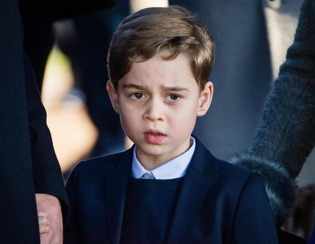 Biểu cảm đóng băng của Hoàng tử George khi Anh bại trận ở Chung kết Euro gây sốt MXH: Buồn thôi có cần đáng yêu vậy không? - Ảnh 8.