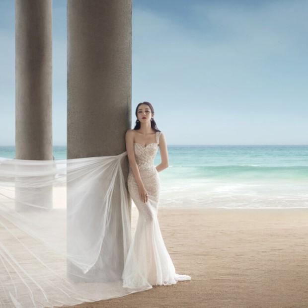 Giữa scandal phá thai và bí mật lấy chồng, bộ ảnh mặc váy cưới khoe đường cong nức nở của Nhiệt Ba bất ngờ hot hòn họt - Ảnh 3.