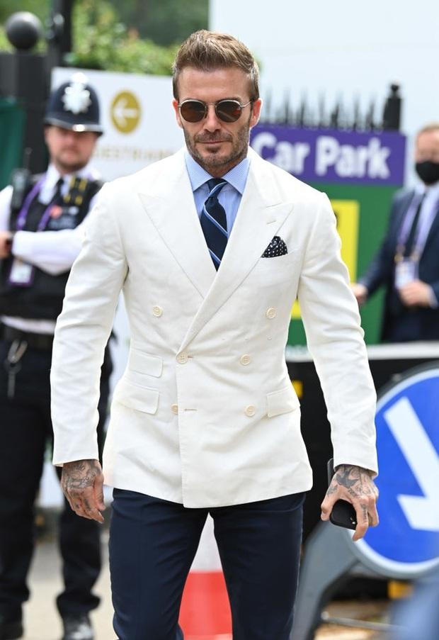 David Beckham càn quét từ Wimbledon đến Euro: Lên đồ biến sự kiện thành sàn diễn, visual đỉnh cao đè bẹp Tom Cruise - Ed Sheeran - Ảnh 2.