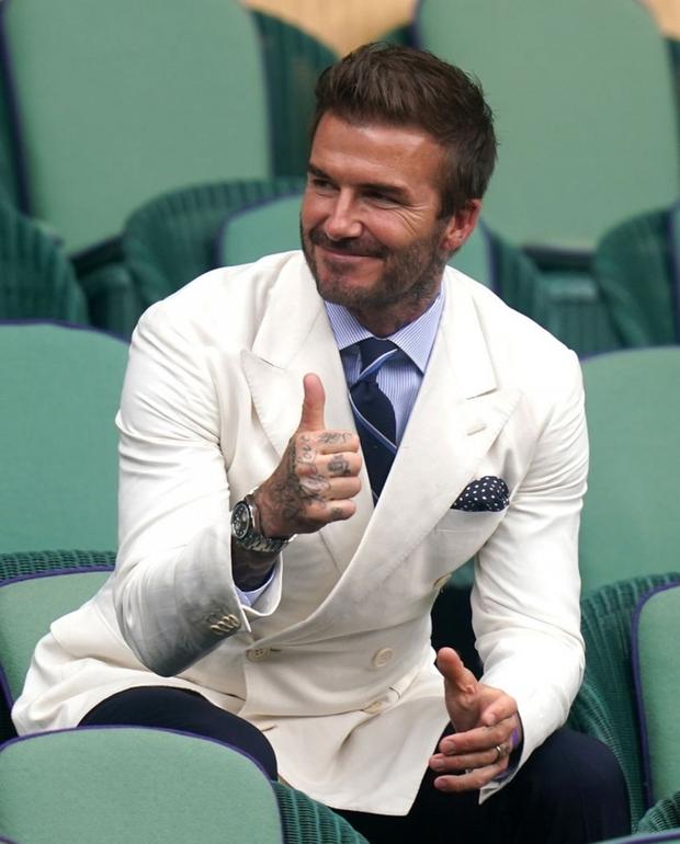 David Beckham càn quét từ Wimbledon đến Euro: Lên đồ biến sự kiện thành sàn diễn, visual đỉnh cao đè bẹp Tom Cruise - Ed Sheeran - Ảnh 6.