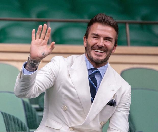 David Beckham càn quét từ Wimbledon đến Euro: Lên đồ biến sự kiện thành sàn diễn, visual đỉnh cao đè bẹp Tom Cruise - Ed Sheeran - Ảnh 7.