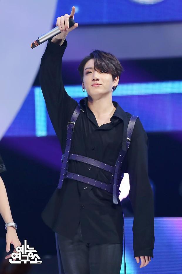 Jungkook (BTS) bị chê lép vế hơn D.O. (EXO) khi cùng cover hit của Justin Bieber, netizen phũ phàng: Không so sánh không đau thương - Ảnh 6.