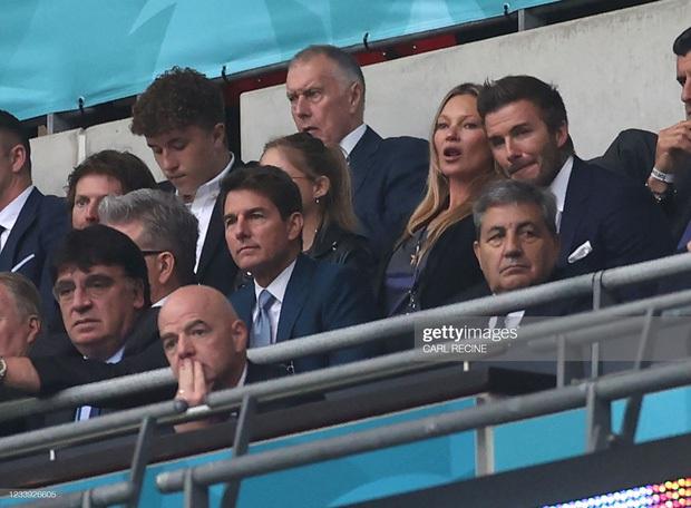 David Beckham càn quét từ Wimbledon đến Euro: Lên đồ biến sự kiện thành sàn diễn, visual đỉnh cao đè bẹp Tom Cruise - Ed Sheeran - Ảnh 25.