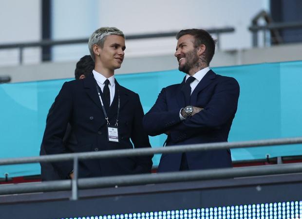 David Beckham càn quét từ Wimbledon đến Euro: Lên đồ biến sự kiện thành sàn diễn, visual đỉnh cao đè bẹp Tom Cruise - Ed Sheeran - Ảnh 11.