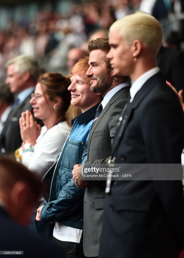 David Beckham càn quét từ Wimbledon đến Euro: Lên đồ biến sự kiện thành sàn diễn, visual đỉnh cao đè bẹp Tom Cruise - Ed Sheeran - Ảnh 18.