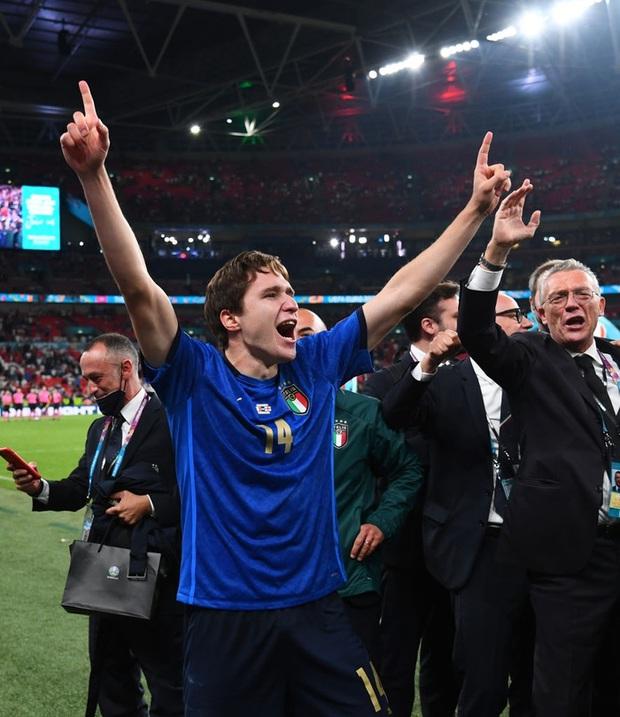 Tuyển Italy vỡ òa sung sướng khi đăng quang Euro sau 53 năm chờ đợi - Ảnh 12.