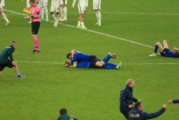 Tuyển Italy vỡ òa sung sướng khi đăng quang Euro sau 53 năm chờ đợi - Ảnh 5.