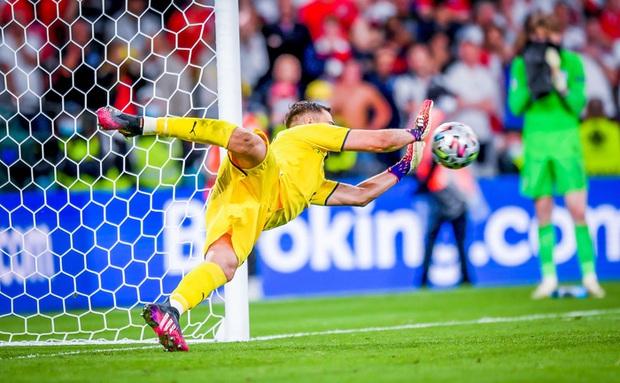 Cái tát đau điếng của người Ý dành cho sự hợm hĩnh của fan Anh - Ảnh 5.