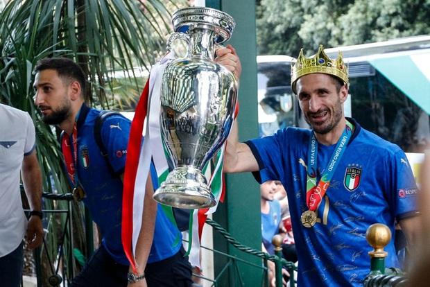 Nóng: Thủ đô Rome mở lễ hội chào đón tuyển Italy mang cúp vô địch Euro trở về - Ảnh 8.