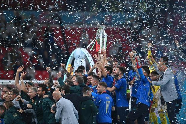 Roberto Mancini và hành trình thần kỳ hô biến đống đổ nát thành binh đoàn Italy bách chiến bách thắng - Ảnh 5.