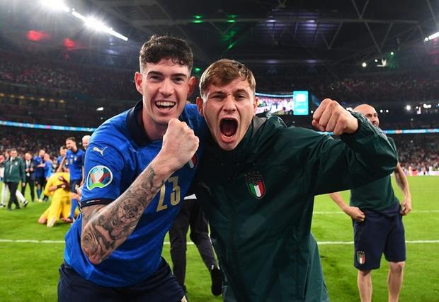 Tuyển Italy vỡ òa sung sướng khi đăng quang Euro sau 53 năm chờ đợi - Ảnh 9.