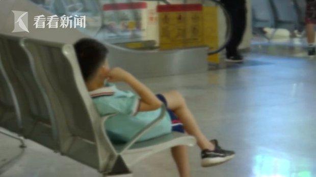 Ác mộng mùa hè: Bé trai bị liệt mặt, méo miệng chỉ vì gió quạt thổi, bác sĩ đưa ra lời khuyên cảnh báo ai cũng nên biết - Ảnh 1.