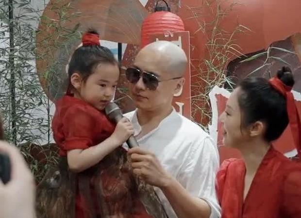 Tiểu công chúa 5 tuổi với visual xinh như thiên thần nhà Điêu Thuyền Đổng Tuyền khiến cả Weibo lịm tim với bộ ảnh mới - Ảnh 13.