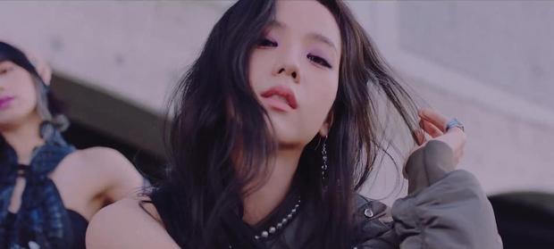 """BLACKPINK chính thức tung MV comeback, tiết kiệm xài """"đồ cũ"""" nhưng khuyến mại thêm loạt cảnh quay lung linh chưa từng công bố - Ảnh 8."""