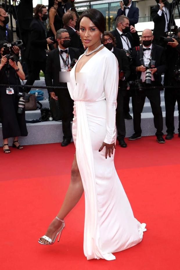 """Thảm đỏ LHP Cannes: Xuất hiện nữ diễn viên Việt, con gái tài tử Captain Marvel đầu trọc cực lạ vẫn bị dàn mỹ nhân hở """"nhức mắt"""" lấn át - Ảnh 18."""