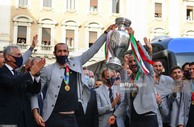 Tuyển Italy hãnh diện mang cúp bạc Euro 2020 tới diện kiến Tổng thống - Ảnh 13.