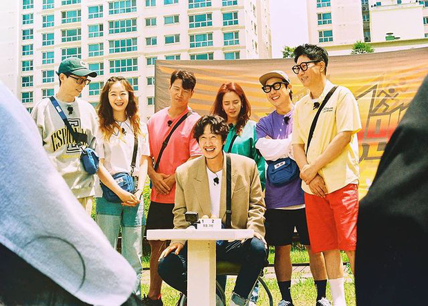 Clip hiếm: Lee Kwang Soo - Jeon So Min và dàn sao Running Man quẩy cực đáng yêu trong buổi fan meeting ở Việt Nam - Ảnh 1.
