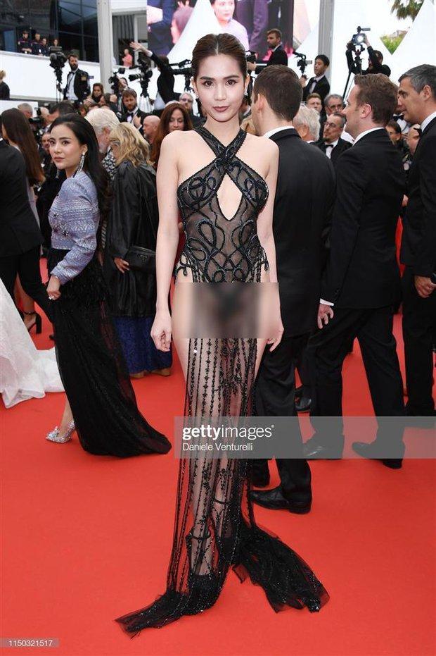 Từng có 1 người đi dự LHP Cannes 3 ngày thì mặc 3 bộ váy tai tiếng: Bộ thì hở cả tam giác, bộ lại bị nghi đạo nhái - Ảnh 3.