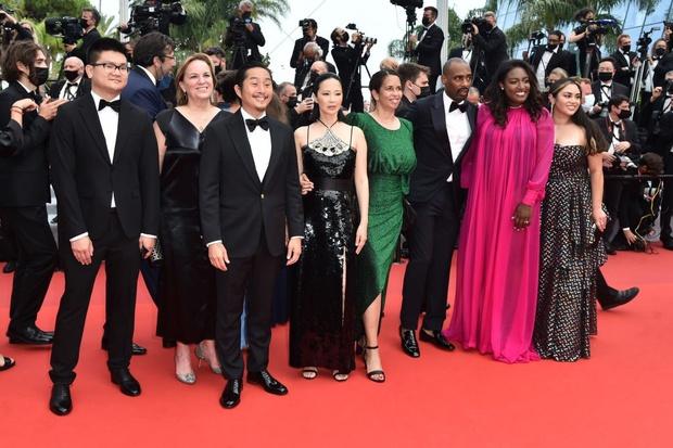 """Thảm đỏ LHP Cannes: Xuất hiện nữ diễn viên Việt, con gái tài tử Captain Marvel đầu trọc cực lạ vẫn bị dàn mỹ nhân hở """"nhức mắt"""" lấn át - Ảnh 4."""