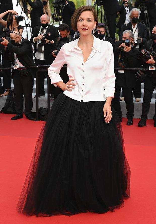 """Thảm đỏ LHP Cannes: Xuất hiện nữ diễn viên Việt, con gái tài tử Captain Marvel đầu trọc cực lạ vẫn bị dàn mỹ nhân hở """"nhức mắt"""" lấn át - Ảnh 17."""