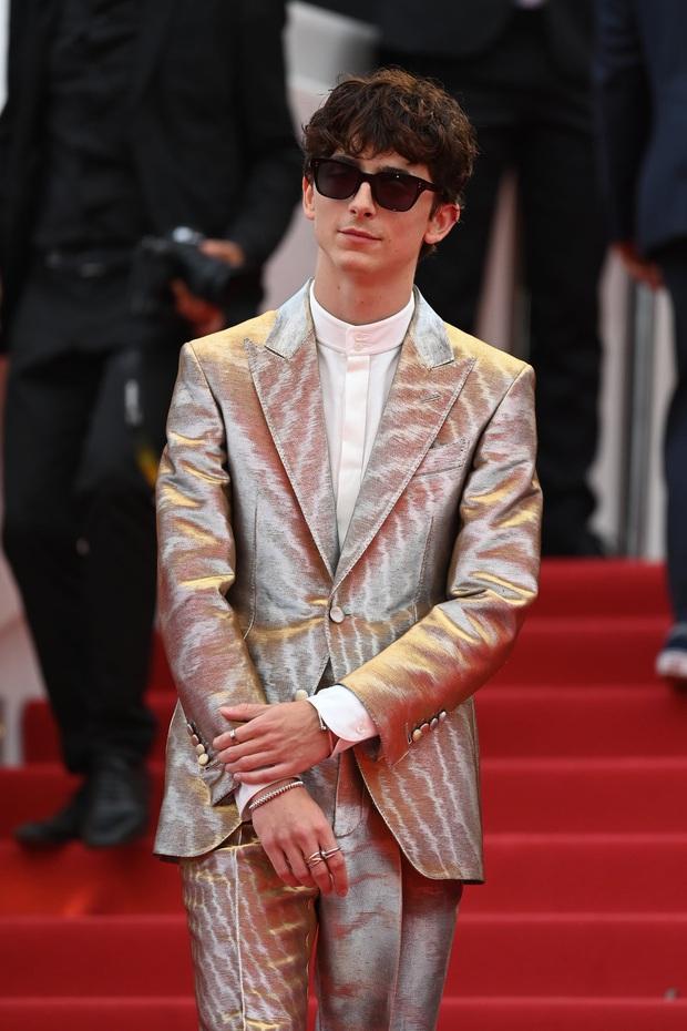 """Thảm đỏ LHP Cannes: Xuất hiện nữ diễn viên Việt, con gái tài tử Captain Marvel đầu trọc cực lạ vẫn bị dàn mỹ nhân hở """"nhức mắt"""" lấn át - Ảnh 11."""