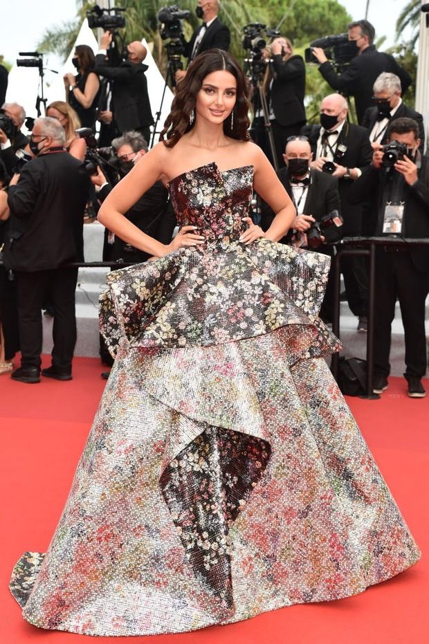 """Thảm đỏ LHP Cannes: Xuất hiện nữ diễn viên Việt, con gái tài tử Captain Marvel đầu trọc cực lạ vẫn bị dàn mỹ nhân hở """"nhức mắt"""" lấn át - Ảnh 25."""