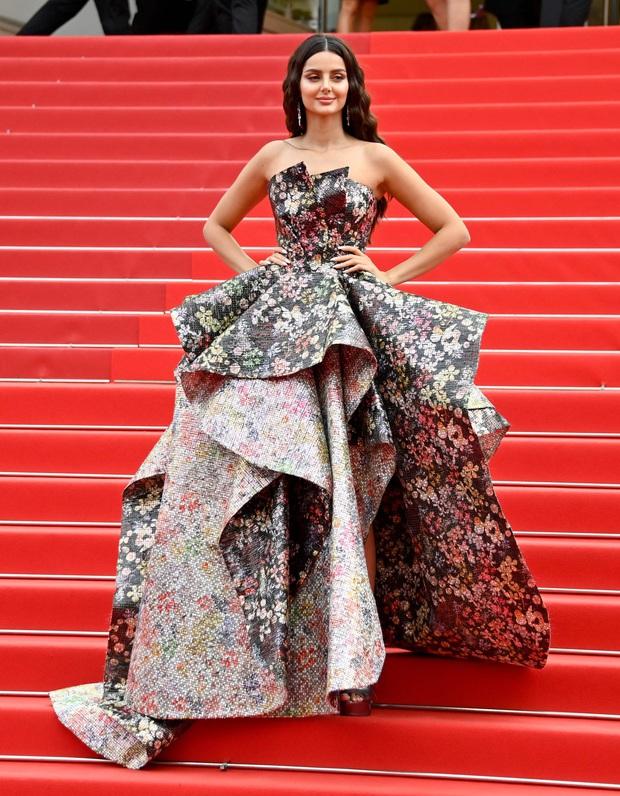 """Thảm đỏ LHP Cannes: Xuất hiện nữ diễn viên Việt, con gái tài tử Captain Marvel đầu trọc cực lạ vẫn bị dàn mỹ nhân hở """"nhức mắt"""" lấn át - Ảnh 26."""