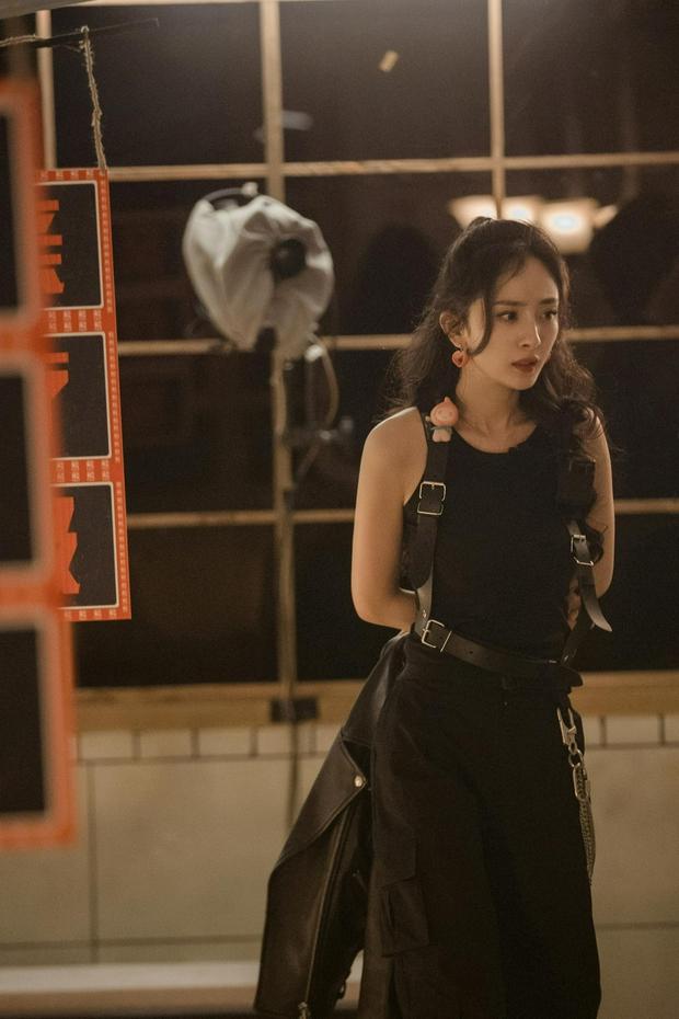 Bộ ảnh chứng minh body đẳng cấp của Dương Mịch: Bắp tay thon nhỏ, 1 bộ phận nuột đến mức hội chị em ghen tị - Ảnh 8.