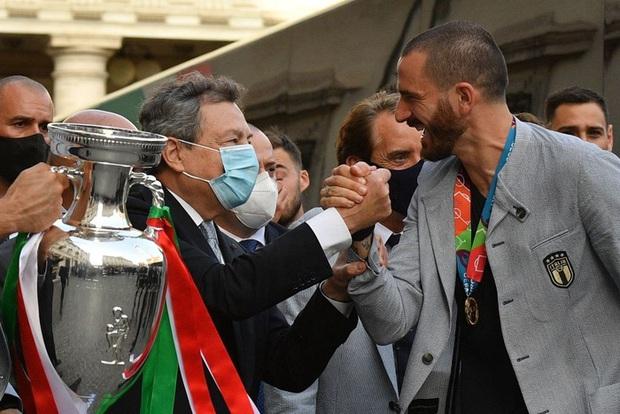 Tuyển Italy hãnh diện mang cúp bạc Euro 2020 tới diện kiến Tổng thống - Ảnh 11.