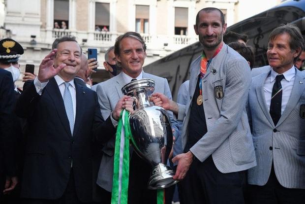 Tuyển Italy hãnh diện mang cúp bạc Euro 2020 tới diện kiến Tổng thống - Ảnh 12.