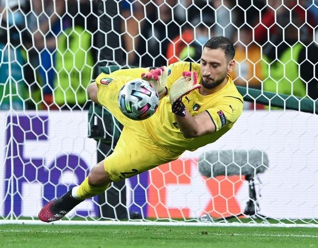 Euro 2020: Gã thủ môn 0 đồng nghiền nát giấc mơ của đội tuyển Anh là ai? - Ảnh 3.